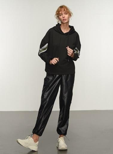 People By Fabrika People By Fabrika Kolları Şerit Detaylı Kapüşonlu Kadın Sweatshirt Siyah